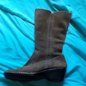 Softspots knee high brown leather boots